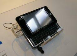 000000B400920200-photo-gigabyte-m528-mid-noir.jpg