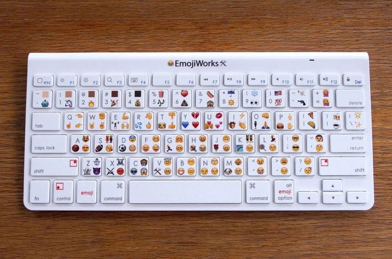 0320000008233850-photo-clavier-emojiworks.jpg
