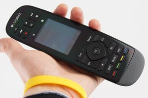 012c000005904278-photo-logitech-harmony-touch-3.jpg