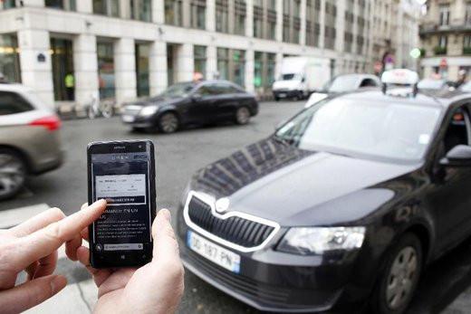 0208000007811273-photo-l-application-uberpop-sur-un-smartphone-montr-e-le-10-d-cembre-2014-paris.jpg