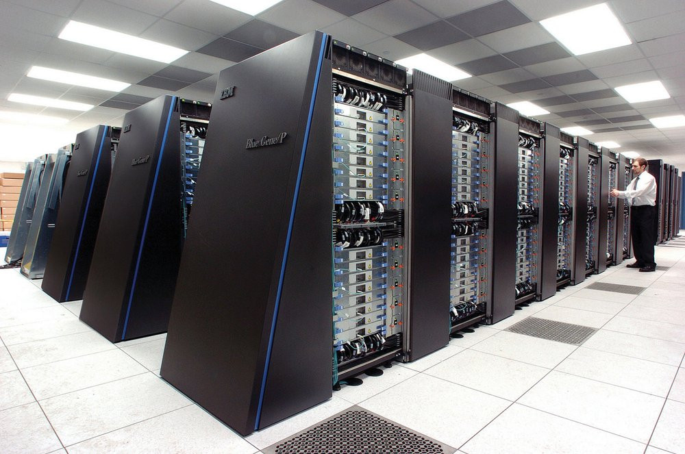 03E8000007731129-photo-superordinateur-ibm.jpg