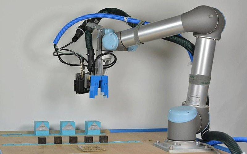 0320000008138672-photo-robot-cambridge.jpg