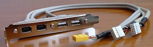01f4000000057203-photo-via-epia-m9000-les-ports-firewire.jpg