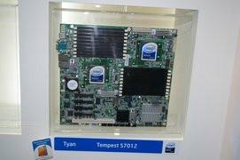 000000B401356716-photo-intel-cartes-m-res-serveur-nehalem-tyan-tempest.jpg