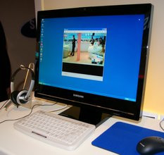 000000DC00578408-photo-ifa-2007-samsung-syncmaster-220tn-2.jpg