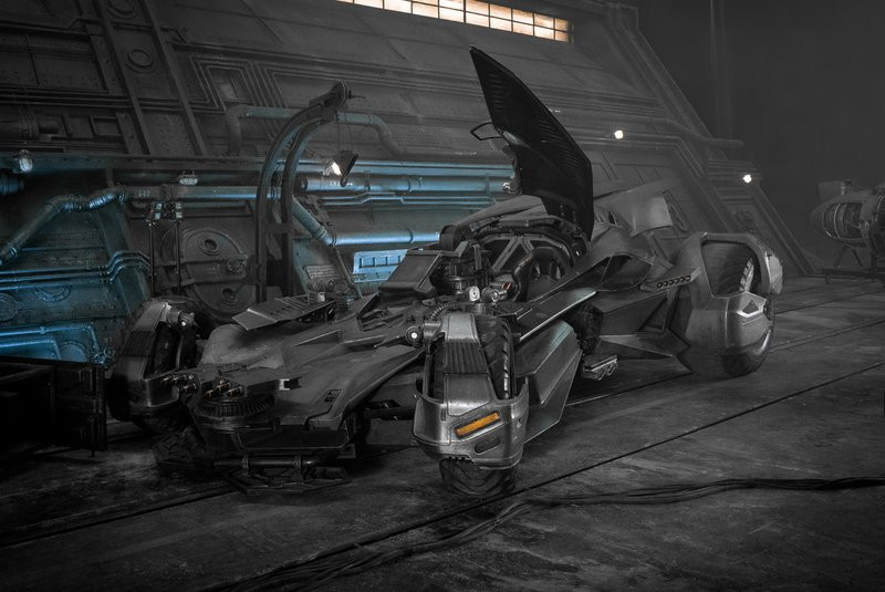 0320000008481098-photo-batmobile-justice-league.jpg