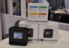 000000A004877208-photo-routeur-wifi-cran-tactile-almond-de-securifi.jpg