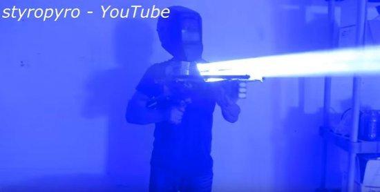 0226000008488412-photo-bazooka-laser.jpg