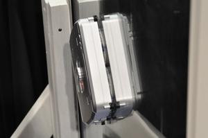 012C000003899680-photo-windoro-robot-laveur-de-vitres.jpg