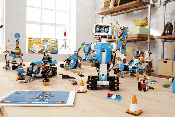 0258000008629376-photo-lego-boost-robots.jpg
