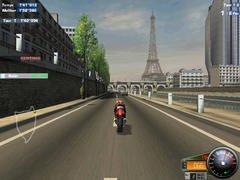 00f0000000051196-photo-moto-racer-3-la-tour-eiffel-se-la-joue-clipping.jpg