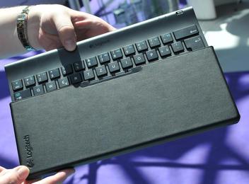 0000010404279254-photo-logitech-tablet-keyboard-for-ipad-1.jpg