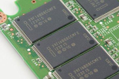 0190000005609678-photo-intel-335-series.jpg