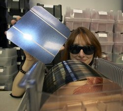 00FA000000644958-photo-ibm-wafer-silicium-recyclage-panneaux-solaires.jpg