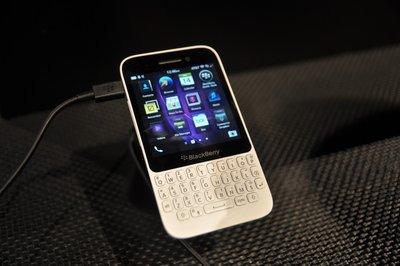 0190000005968884-photo-blackberry-q5.jpg