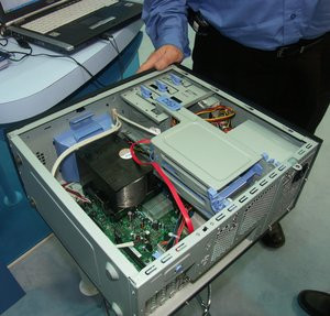 012C000000140822-photo-intel-chassis-boitier-btx.jpg