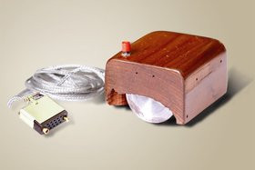 0118000001810438-photo-la-premi-re-souris-de-douglas-engelbart.jpg