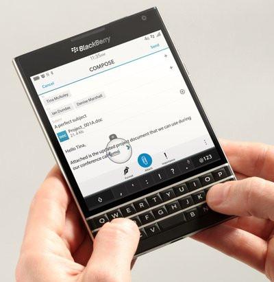 0190000007508311-photo-blackberry-passport.jpg