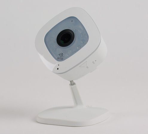 01EF000008376954-photo-netgear-arlo-q-5.jpg
