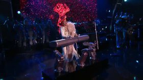 0118000008348072-photo-lady-gaga-intel-et-david-bowie-aux-grammy-awards-2016.jpg