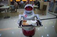 00C8000007561281-photo-un-robot-fait-le-service-dans-un-restaurant-de-kunshan-dans-l-est-de-la-chine-le-13-ao-t-2014.jpg