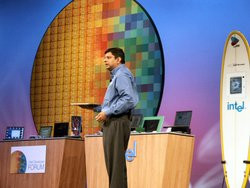 00FA000000098766-photo-idf-2004-intel-centrino-2.jpg