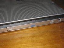 00d2000000113174-photo-maxdata-pro-8100x-le-combo-est-proche-du-connecteur-d-alimentation.jpg