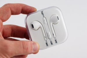 012c000005432219-photo-earpods-4.jpg