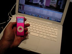 00FA000000361948-photo-apple-expo-2006-ipod-nano-deuxi-me-g-n-ration.jpg