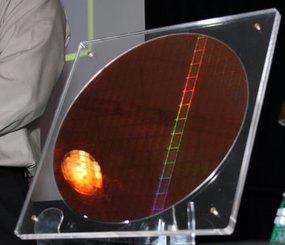 000000F501558284-photo-intel-idf-2008-wafer-lynnfield.jpg