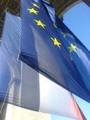 0082000001418110-photo-drapeaux-de-l-union-europ-enne-et-de-la-france-sous-l-arc-de-triomphe-le-30-06-08.jpg
