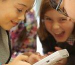 Quand des enfants découvrent le Game Boy, le Polaroid, le Walkman et le téléphone à cadran...