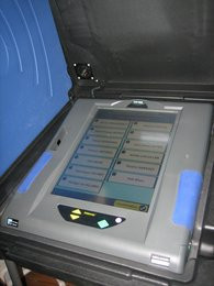 0000010400481108-photo-ivotronic-machines-voter.jpg
