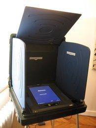 0000010400481109-photo-ivotronic-machines-voter.jpg