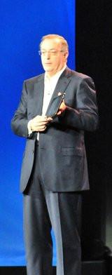 00A0000004868478-photo-intel-ces-2012-paul-otellini-tablette.jpg