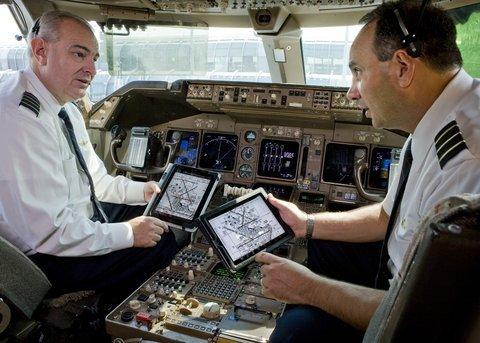 01e0000005044366-photo-american-airlines-remplace-les-carnets-de-vol-par-des-ipad.jpg