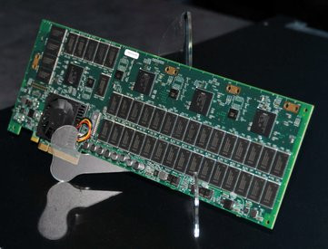0000011302440250-photo-intel-ssd-prototype-pci-express-8x-7x-300-go.jpg