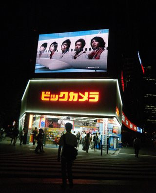 0140000004499132-photo-live-japon-la-fuite-en-avant-des-temples-de-l-lectronique.jpg