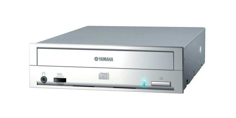00030976-photo-graveur-cd-yamaha-crw-f1.jpg