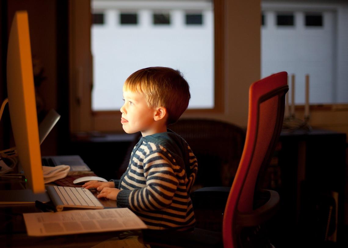 enfant ordinateur