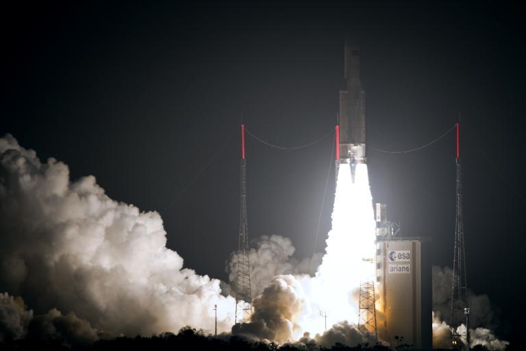 Une fusée Ariane 5 au décollage, en mars 2012 au centre spatial de Kourou, en Guyane