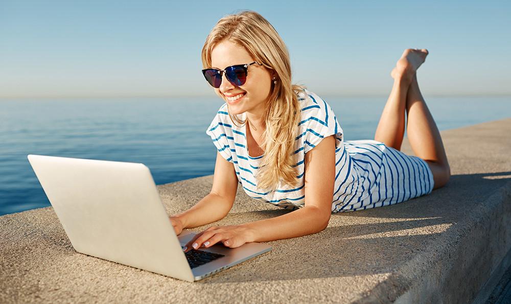 vacances sur Internet © Fotolia