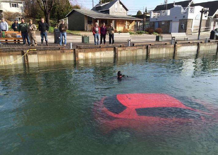 Elle suit les ordres de son GPS, sa voiture finit dans un lac