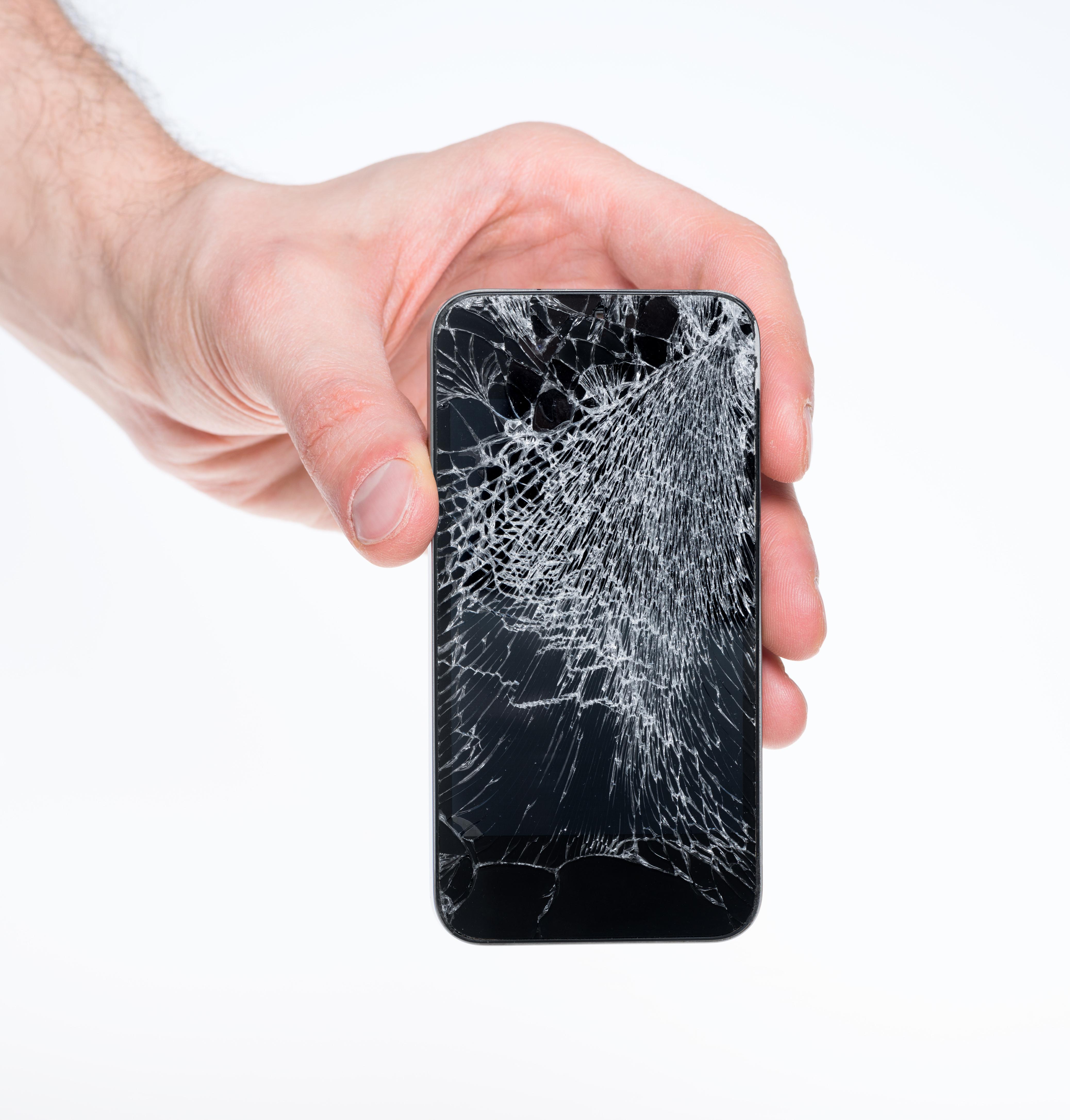 apple reprend les iphone l 39 cran cass contre un rabais sur le prix. Black Bedroom Furniture Sets. Home Design Ideas
