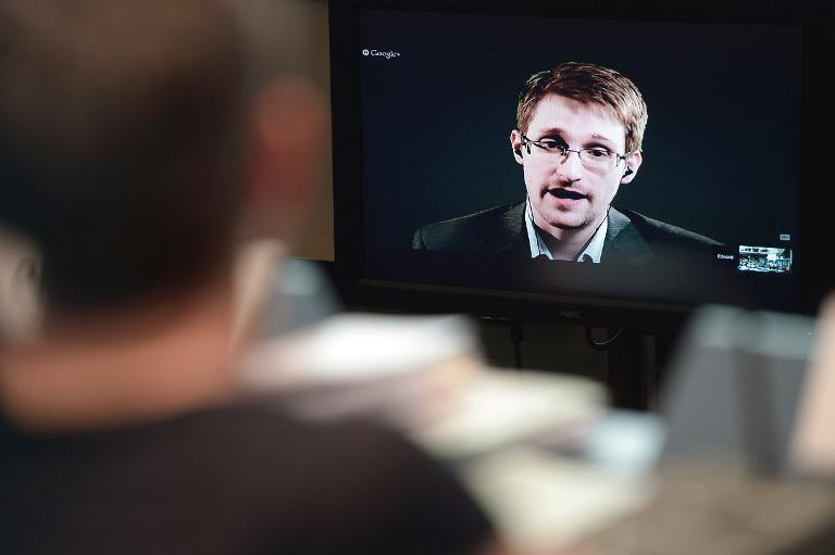 Le lanceur d'alerte Edward Snowden lors d'une vidéoconférence avec des officiels européens, le 24 juin 2014