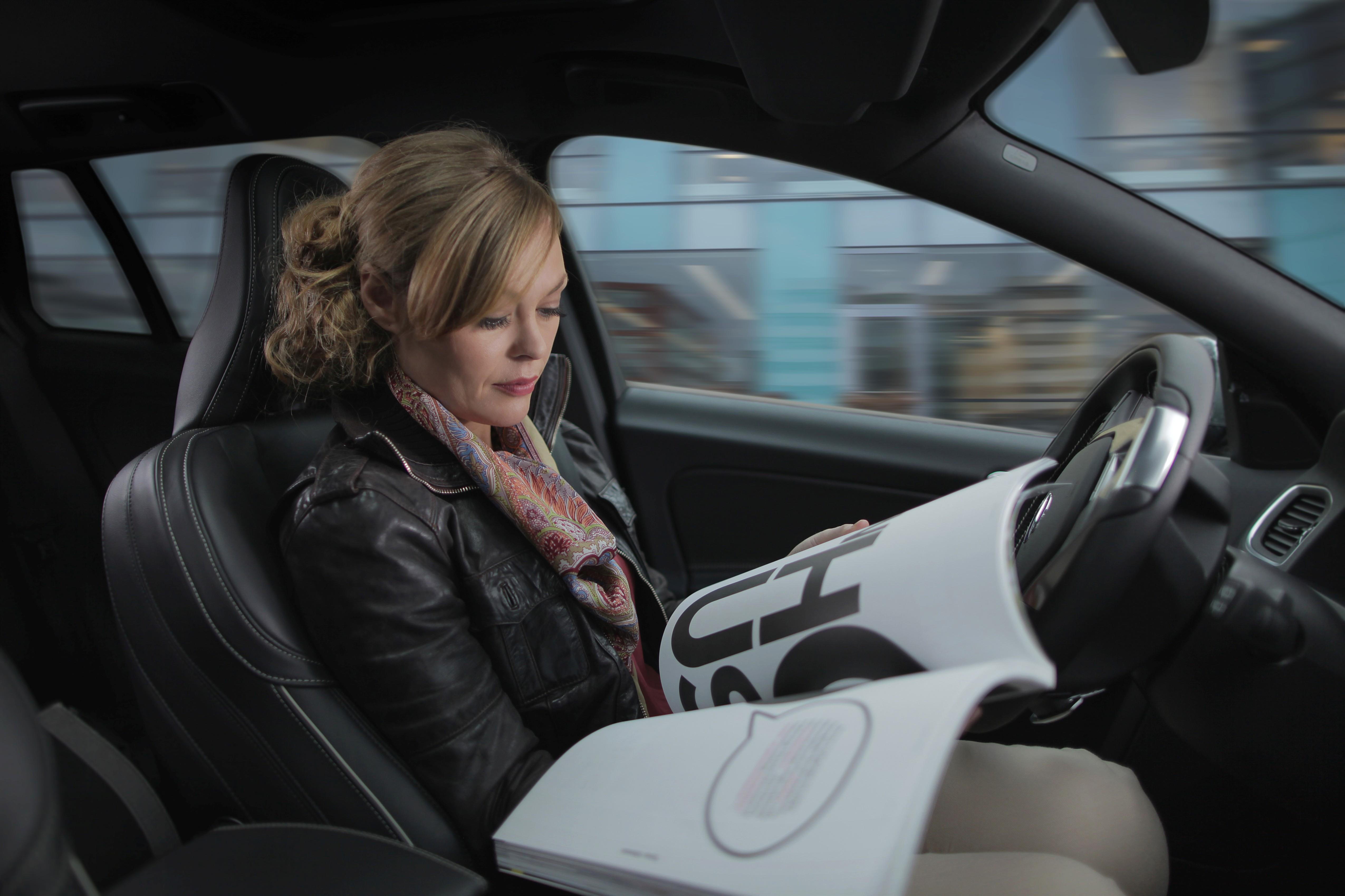 voiture autonome la pr sence du conducteur sera obligatoire. Black Bedroom Furniture Sets. Home Design Ideas