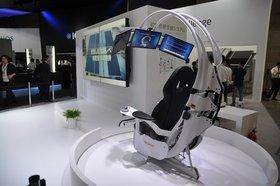 0118000006675176-photo-fauteuil-diagnostic-m-dical-sharp-au-ceatec-2013.jpg