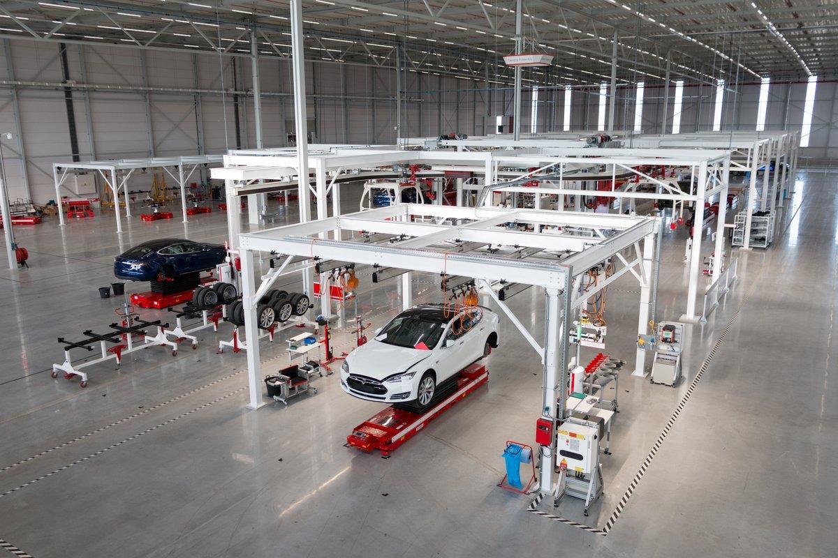 Visite de l\'usine Tesla à Tilburg