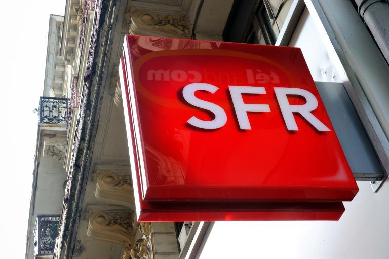 Le logo de l\'opérateur SFR, dans une rue de Lille, le 24 février 2014