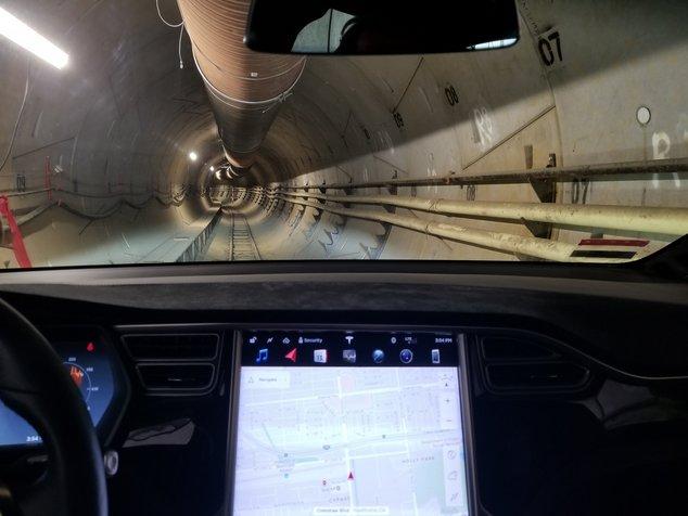 Model X dans tunnel Boring Company